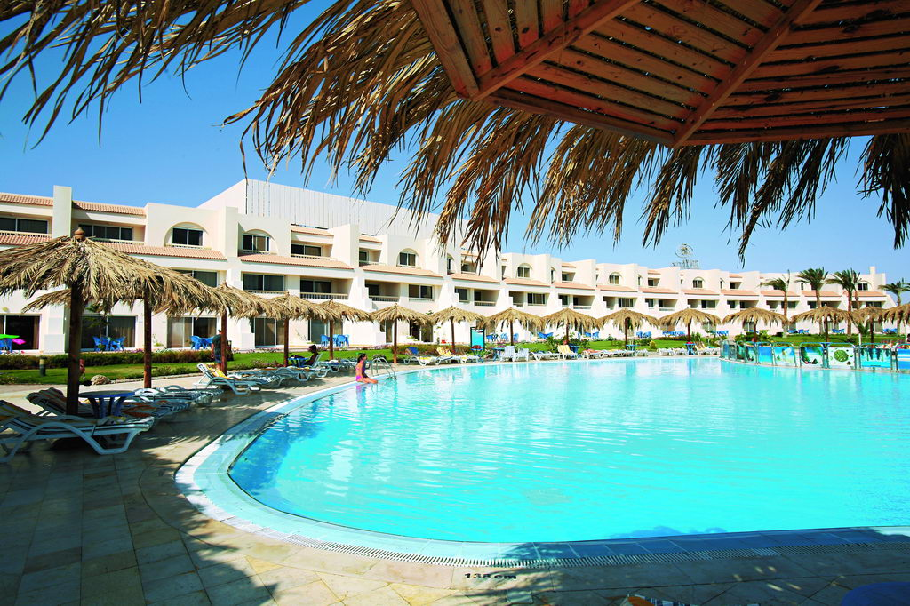 HILTON_HURGHADA_LONG_Beach2