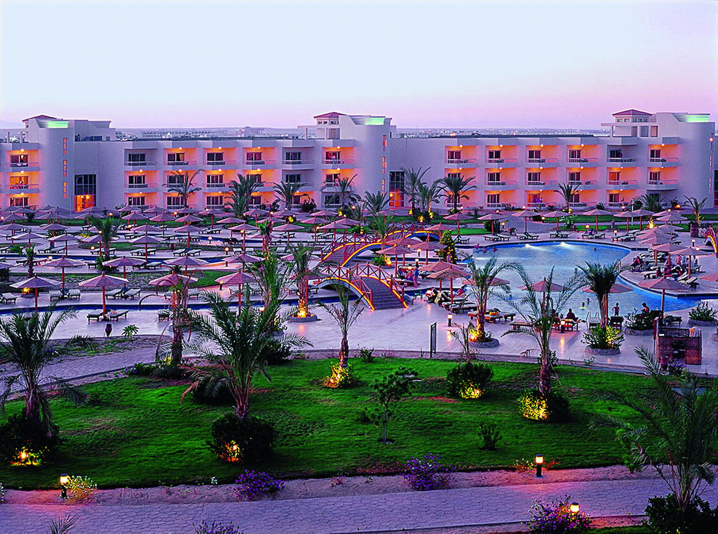 HILTON_HURGHADA_LONG_Beach3